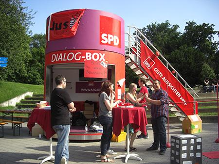 Nicht zu übersehen: Unsere Dialogbox vor der City-Galerie